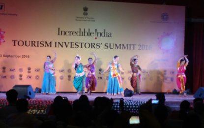 अशोक होटल, नई दिल्ली, पर MOC और MOT द्वारा आयोजित सांस्कृतिक कार्यक्रम में संस्कृति श्री महेश शर्मा जी माननीय मंत्री