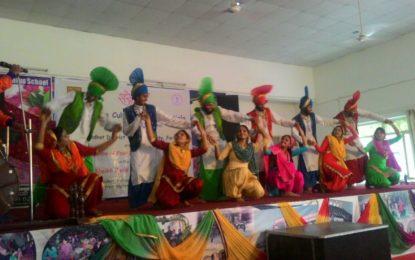 NZCC, पटियाला सांस्कृतिक कार्यक्रम बाबा शेख फरीद Aagman पूरब 2016 के दौरान Jaitu, फरीदकोट, पंजाब में, संगठित 21/09/2016 पर  मध्य प्रदेश, राजस्थान, उत्तर प्रदेश और पंजाब से लोक नृत्य समूहों कार्यक्रम में भाग लिया।