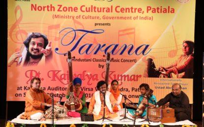 'एक हिन्दुस्तानी शास्त्रीय संगीत कॉन्सर्ट' पीटी द्वारा। कैवल्य कुमार और उस्ताद अकरम खान कालिदास ऑडिटोरियम, Virsa विहार केंद्र, पटियाला में 22 अक्टूबर, 2016 को