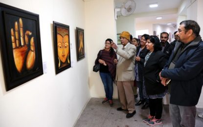 आर्ट गैलरी, Kalagram, चंडीगढ़ 28 दिसंबर 2016 को में वार्षिक कला प्रदर्शनी – 'Kaladhara' का उद्घाटन