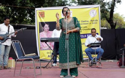 सितंबर 17, 2017 को एनजेडसीसी द्वारा रॉक गार्डन, चंडीगढ़ में संगीत शाम