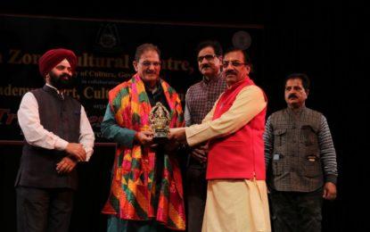 अभिनव थियेटर, नहर रोड, जम्मू में 25/02/2018 को जनजातीय महोत्सव 2018 का उद्घाटन