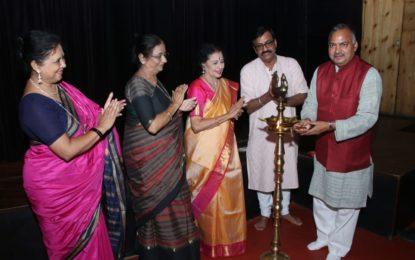"""चंडीगढ़ में एनजेडसीसी द्वारा आयोजित """"शास्त्रीय और समकालीन नृत्य समारोह भारत-2018"""" का समापन दिवस।"""