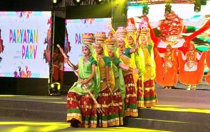 16 सितंबर से 27, 2018 तक राजपथ लॉन्स, नई दिल्ली में पारायतन परव का दिन 3 आयोजित किया जा रहा है।