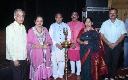चंडीगढ़ में एनजेडसीसी द्वारा आयोजित लोक और अर्द्ध शास्त्रीय संगीत समारोह के समापन दिवस की झलक।