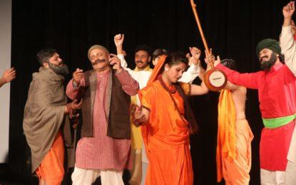 """चंडीगढ़ में एनजेडसीसी द्वारा आयोजित """"आचार्य अभिनवगुप्त राष्ट्रीय नाट्य महाोत्सव -2018"""" का दिन -2"""